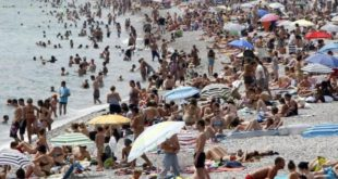 Not much evidence daily sunscreen can prevent skin cancers