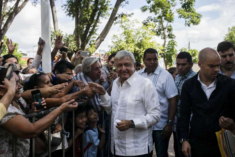 Despite flight delay, Mexico's president-elect still wants to sell government jet