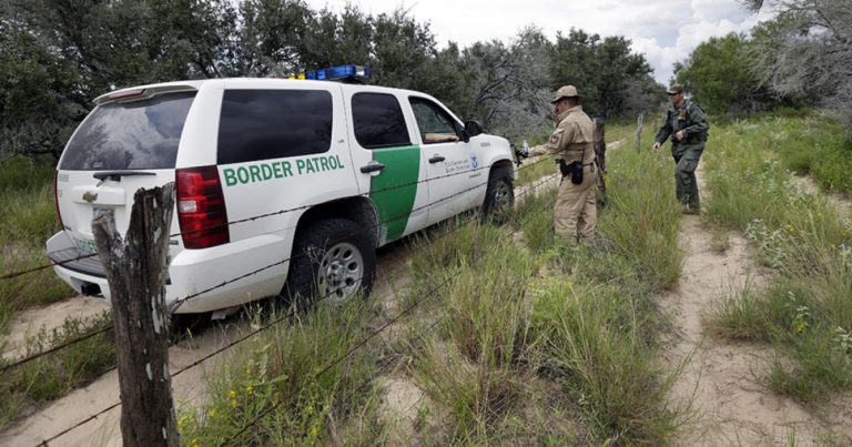 Caravans of migrants continue pouring over US-Mexico border