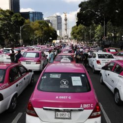 Mexico City taxi drivers block traffic to protest Uber
